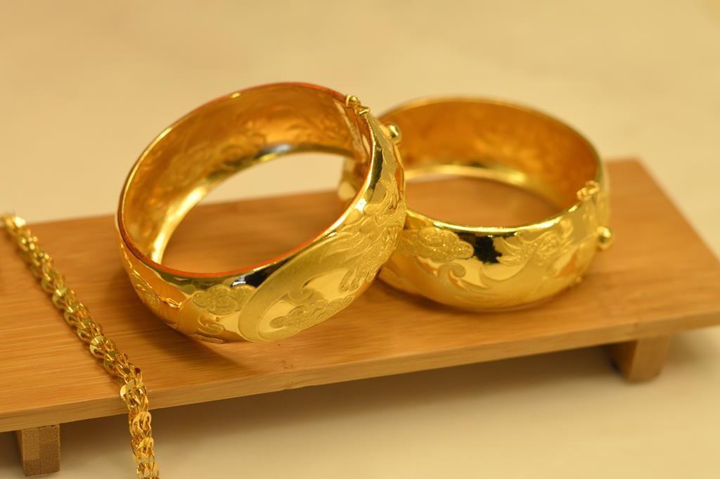 Złota biżuteria – jak najlepiej ją czyścić?