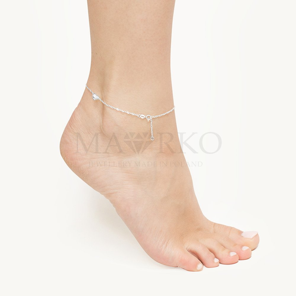 dyskretna bransoletka na nogę
